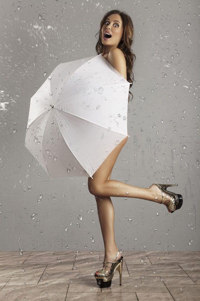Юлия Михалкова фото с зонтом