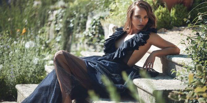 Натали Портман фото в чёрном платье