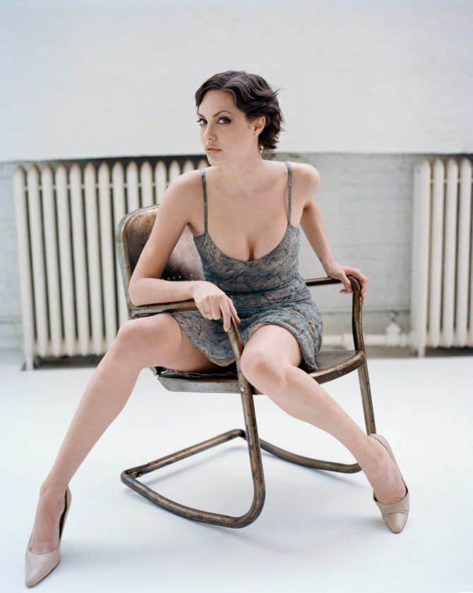 Анджелина Джоли фото в коротком платье