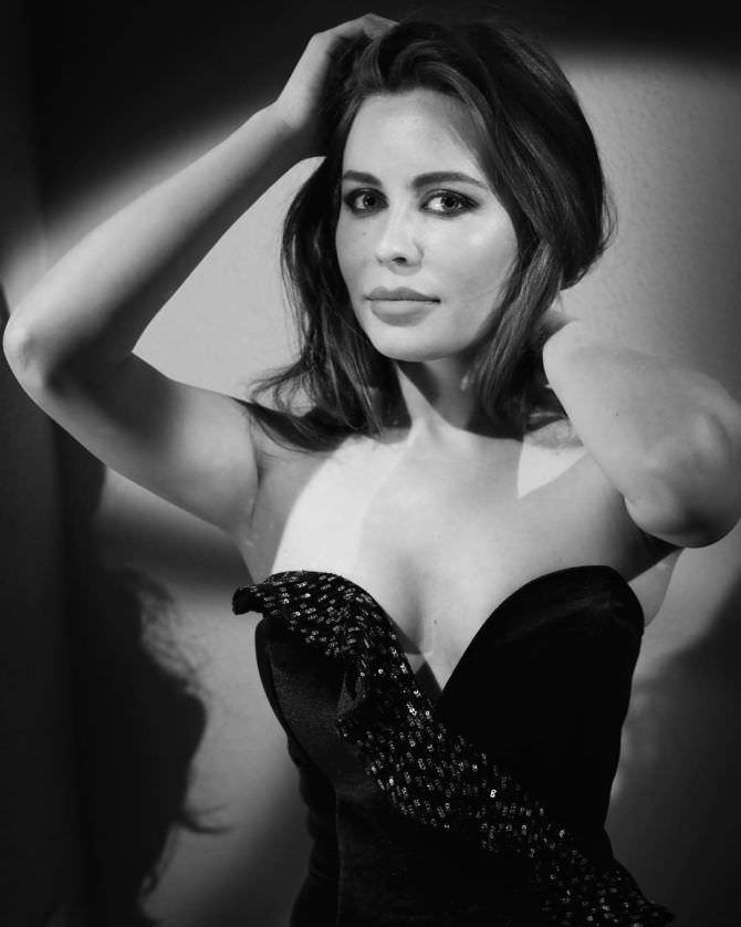 Юлия Михалкова фото в платье с декольте