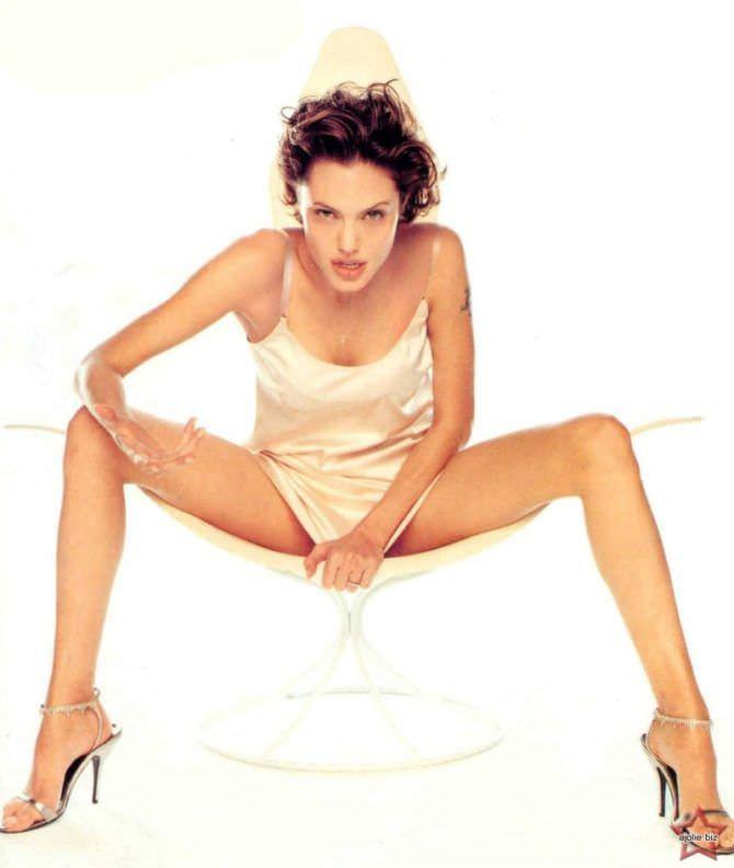 Анджелина Джоли фото в сорочке