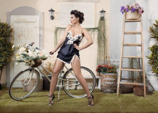 Анна Седокова фото с велосипедом