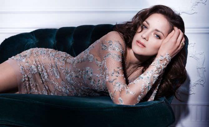 Марион Котийяр фотография в прозрачном платье