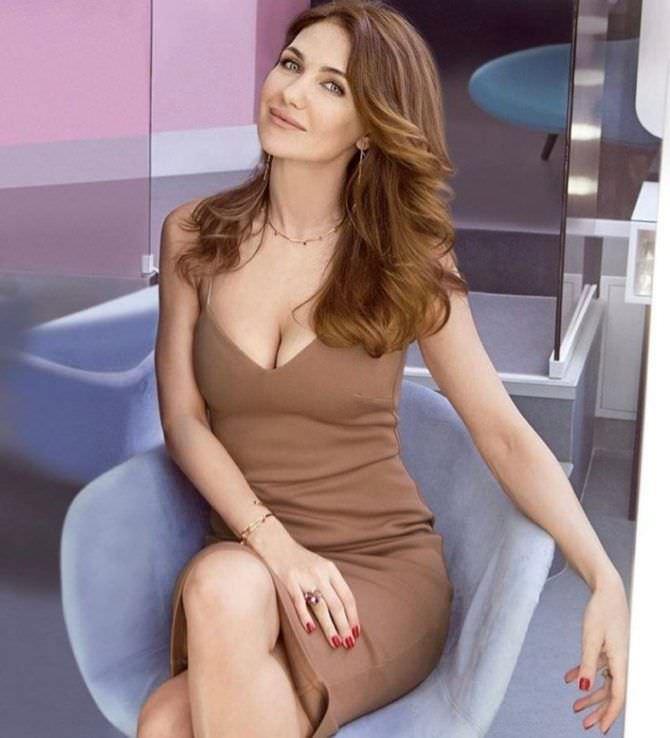 Екатерина Климова фото в коричневом платье