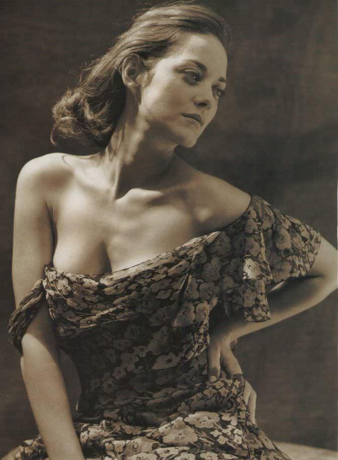 Марион Котийяр фото с открытым декольте