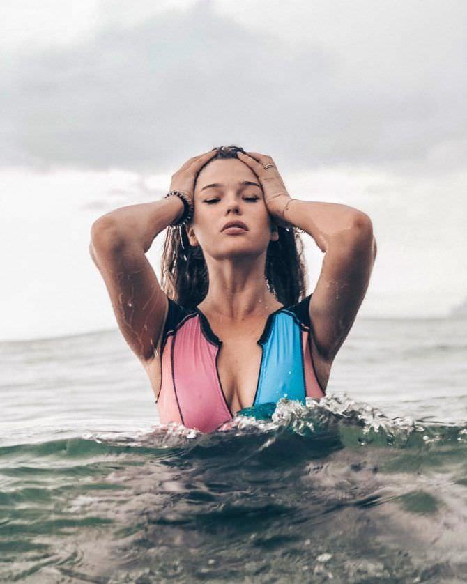 Мила Сайфутдинова фото в воде