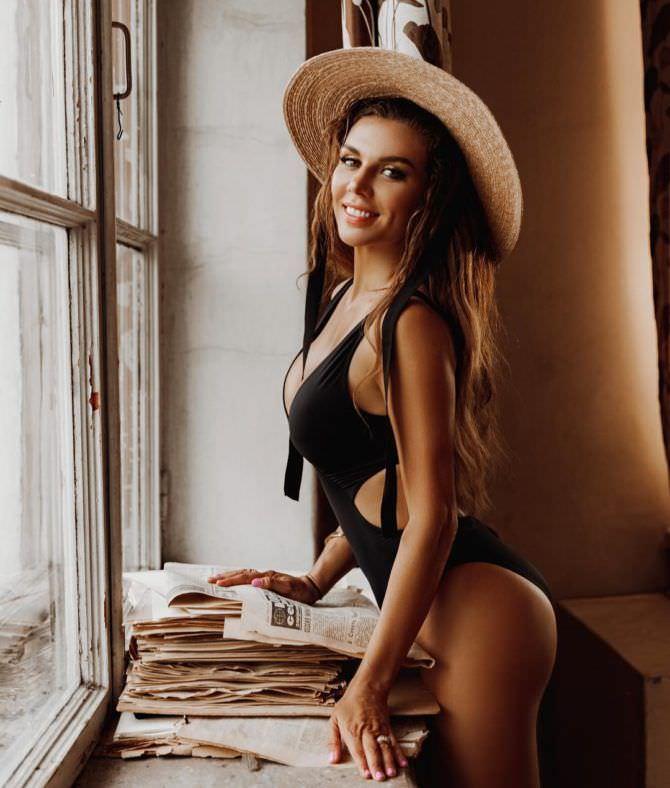 Анна Седокова фотосессия в купальнике