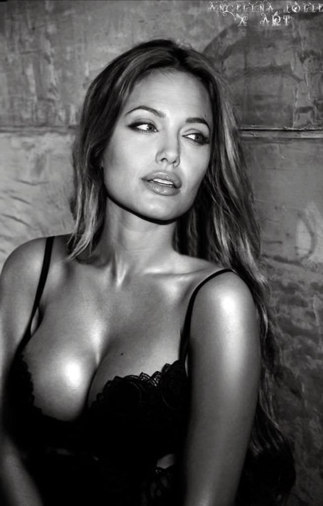 Анджелина Джоли чёрно-белое фото