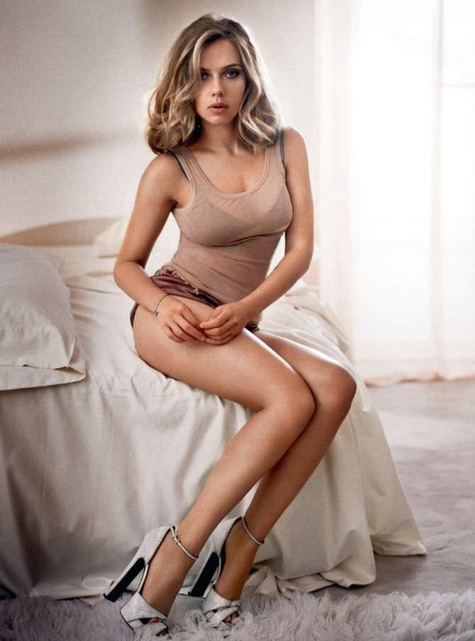 Скарлетт Йоханссон фото в спальне