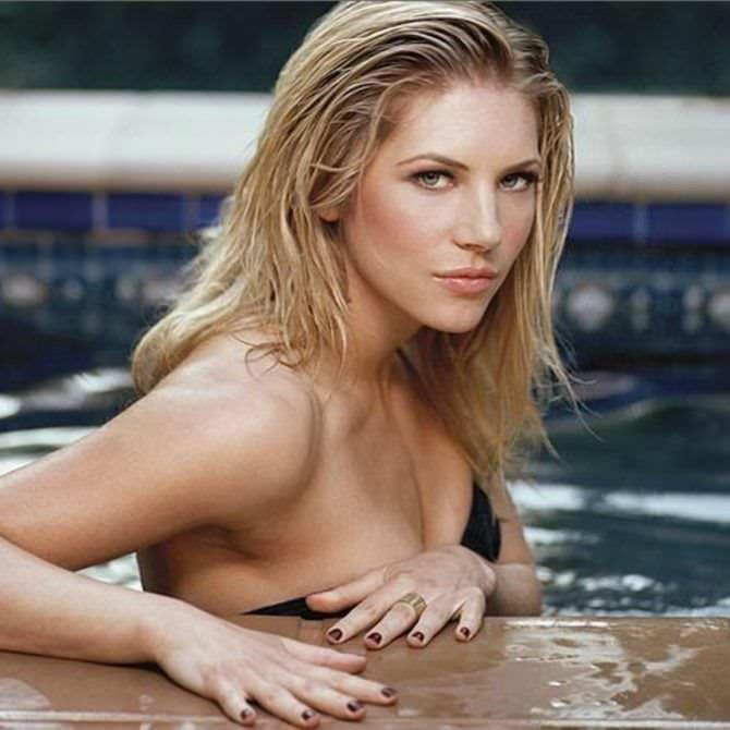 Кэтрин Уинник фото в бассейне