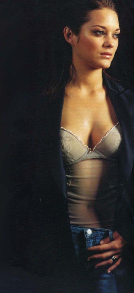 Марион Котийяр фото в прозрачной майке