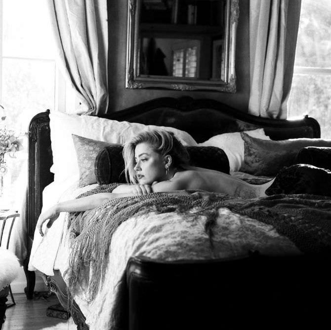 Эмбер Хёрд фото в постели