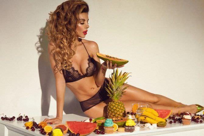 Анна Седокова фото с фруктами