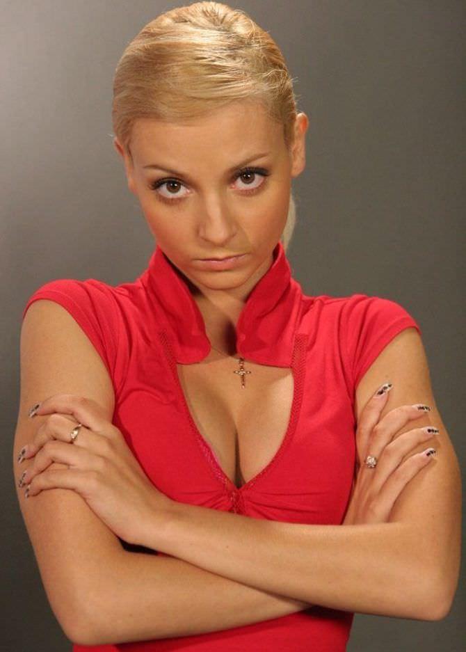 Дарья Сагалова фото в красном платье