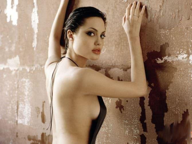 Анджелина Джоли фото в платье с открытой спиной