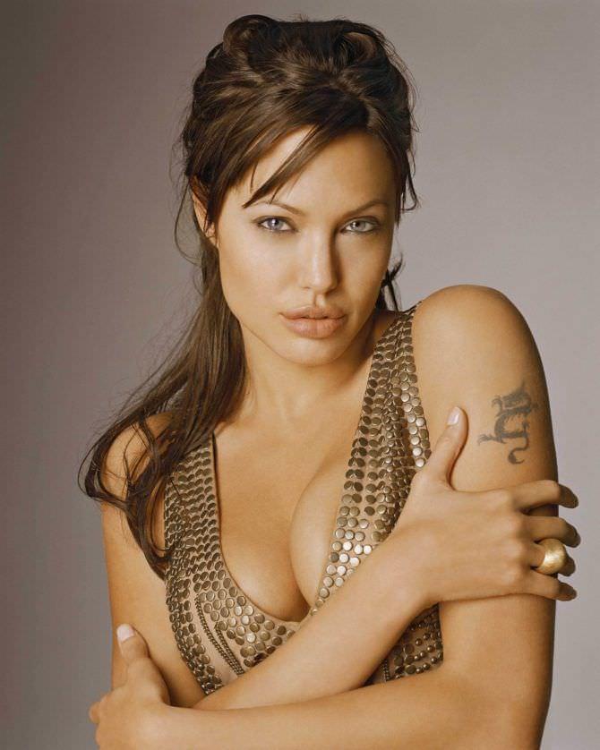 Анджелина Джоли фото в золотом