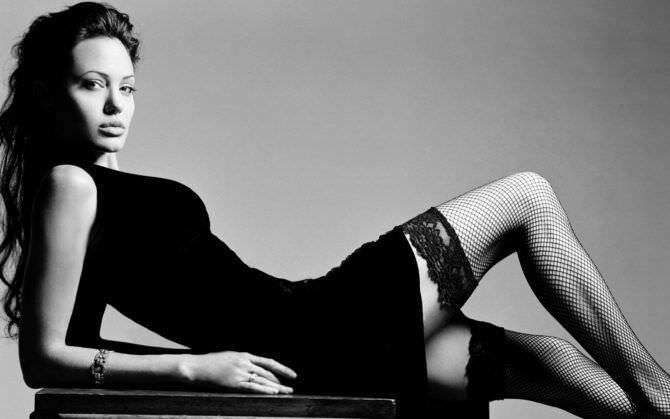 Анджелина Джоли фото в чулках