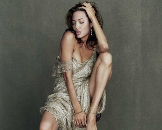 Анджелина Джоли фото в лёгком платье