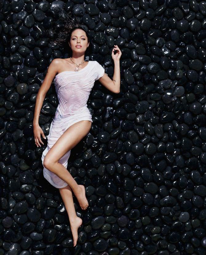 Анджелина Джоли фото в мокром платье