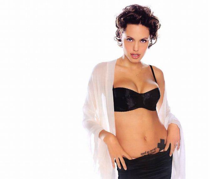 Анджелина Джоли фото в рубашке