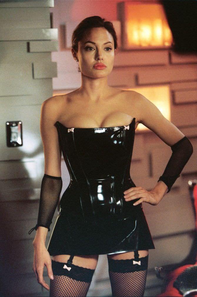 Анджелина Джоли кадр из фильма
