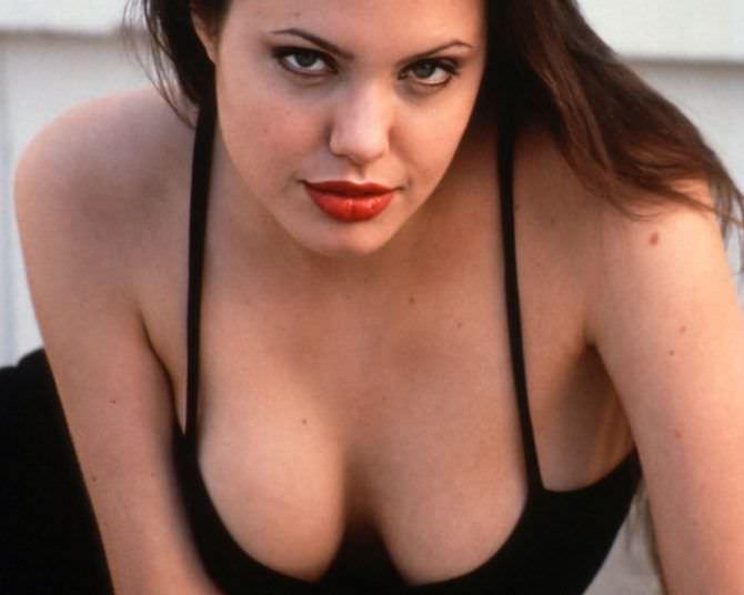 Анджелина Джоли фото декольте