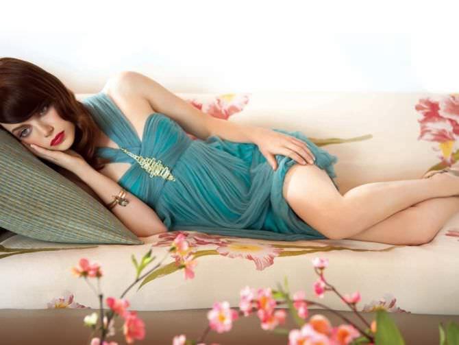 Эмма Стоун в коктейльном платье