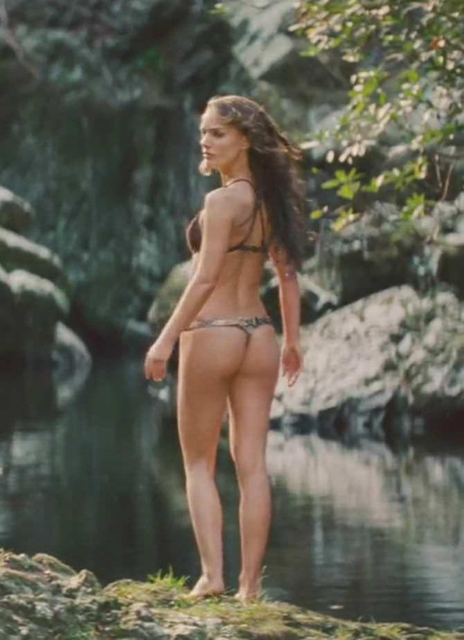 Натали Портман кадр в купальнике