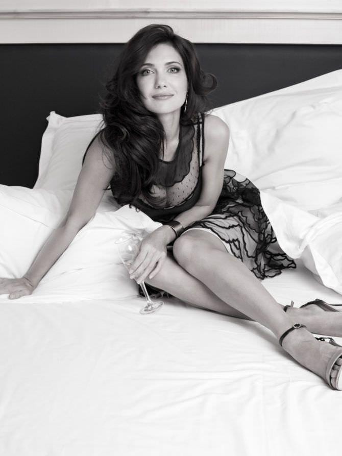 Екатерина Климова фото в платье на кровати