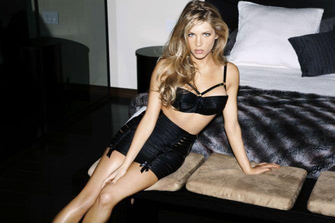 Кэтрин Уинник фото в чёрном белье