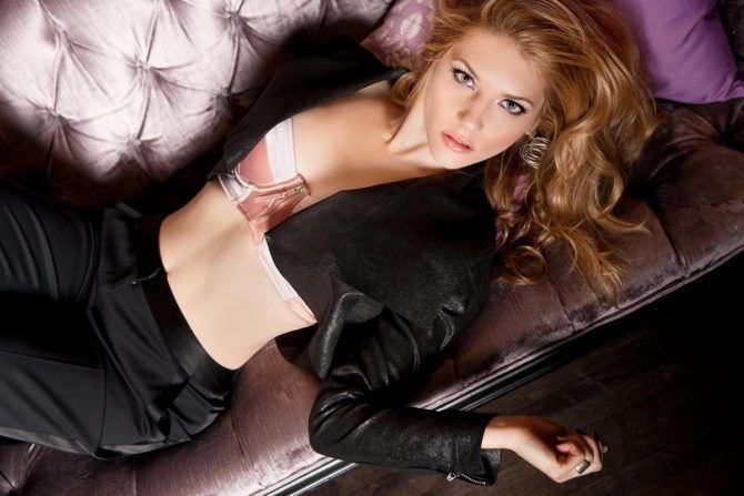 Кэтрин Уинник фото в розовом бюсте