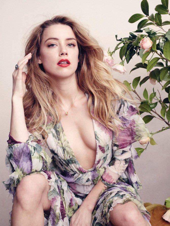 Эмбер Хёрд фото в платье в цветочек