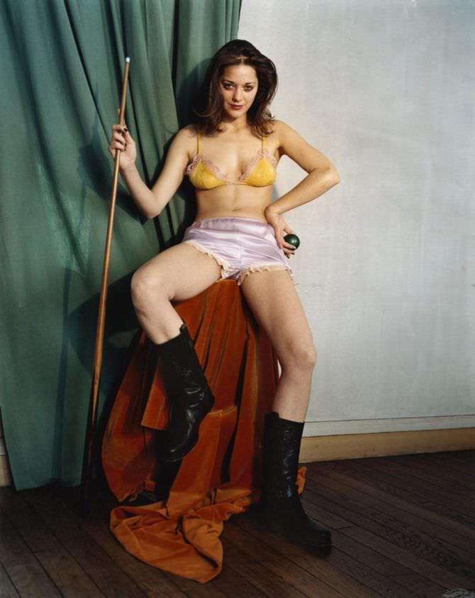 Марион Котийяр фото в шортах