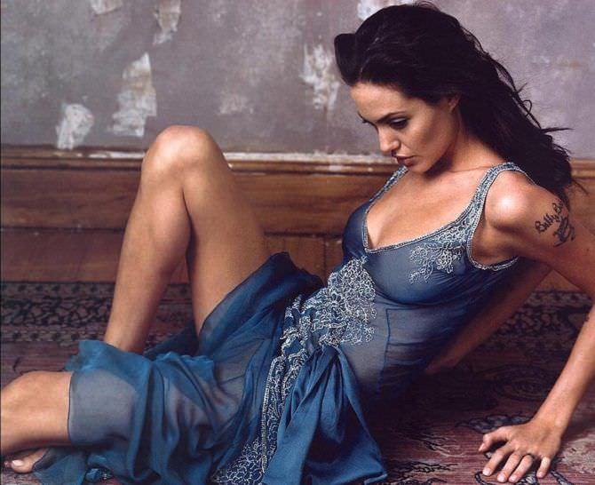 Анджелина Джоли фото в синем