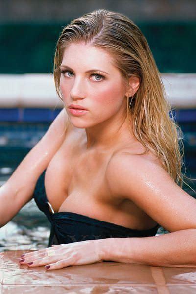 Кэтрин Уинник фото из бассейна