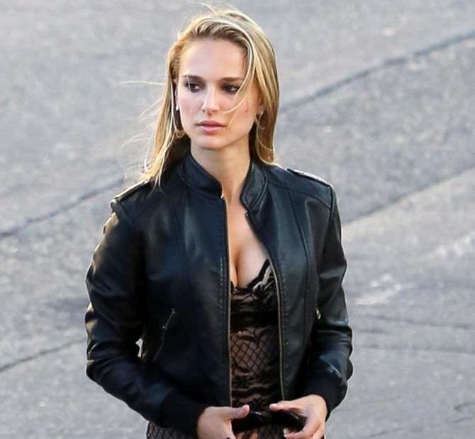Натали Портман фото в куртке
