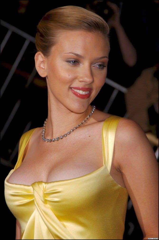 Скарлетт Йоханссон фото в жёлтом платье