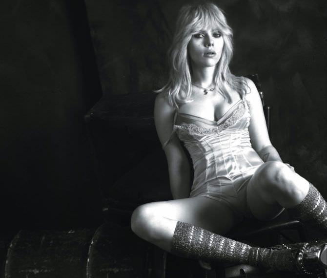 Скарлетт Йоханссон фотография в корсете