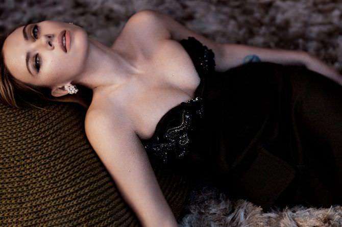 Скарлетт Йоханссон фото в чёрном вечернемплатье