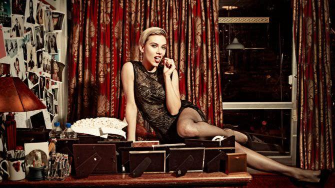 Скарлетт Йоханссон фото в чёрном кружевном платье
