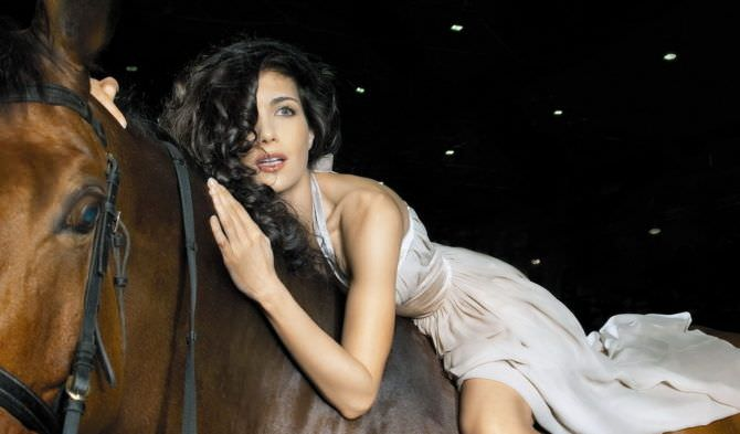 Екатерина Климова фото в платье на коне