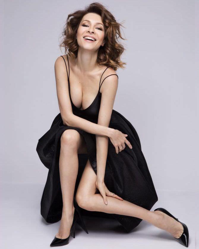 Елена Подкаменская фото в чёрном платье