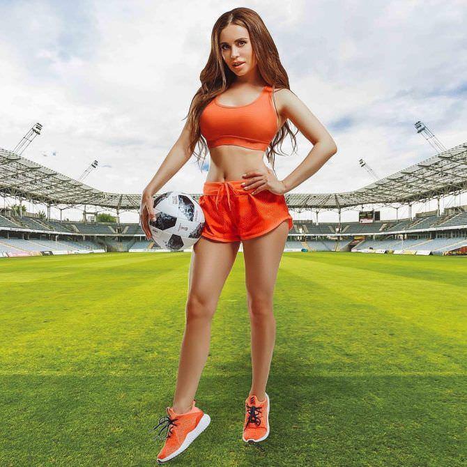 Юлия Михалкова фото на футбольном поле