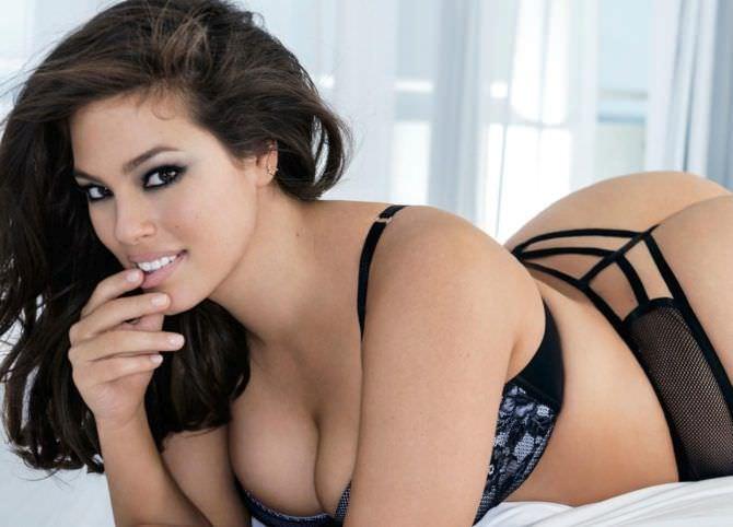 Эшли Грэм фото в сексуальном белье
