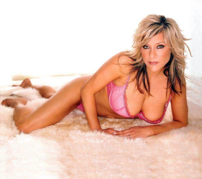 Саманта Фокс фото в розовом белье
