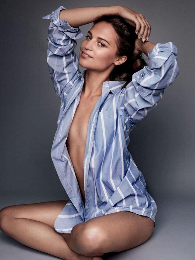 Алисия Викандер фото в полосатой рубашке