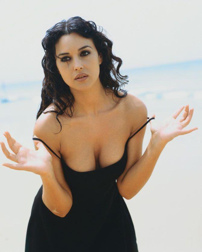 Моника Беллуччи фото в чёрном платье