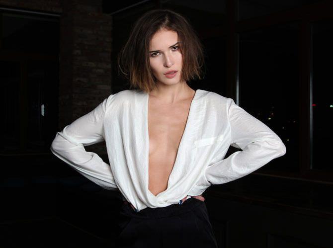 Лукерья Ильяшенко фото в белой блузке