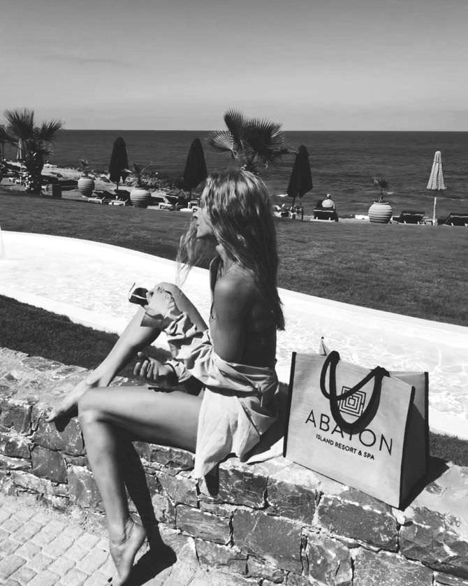 Светлана Ходченкова фото на пляже в инстаграм