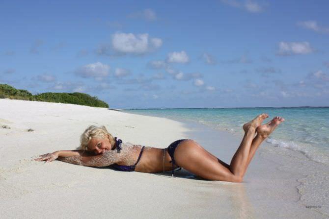 Карина Зверева фото на песке